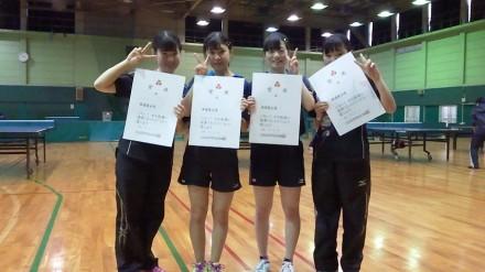 第71回大阪高等学校新人卓球大会 女子ダブルスの部 優勝ペア & 3位ペア。