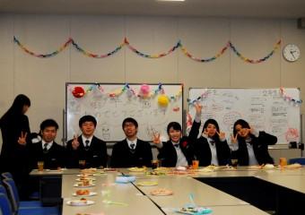 卒業おめでとうございます。これからはそれぞれの人生で頑張って下さい。