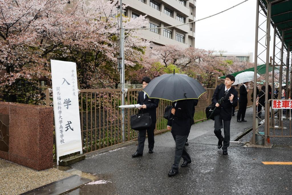 あいにくの雨模様の入学式となりました。