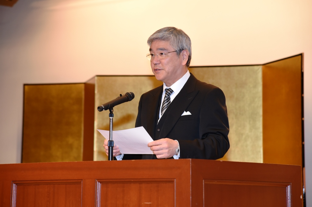 尾崎校長よりの挨拶です。