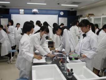 理科実験の様子