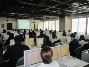 LL教室での授業の様子