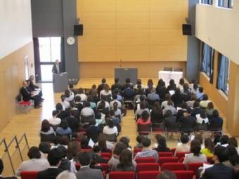 高校本館の多目的教室で総会を開催しました。